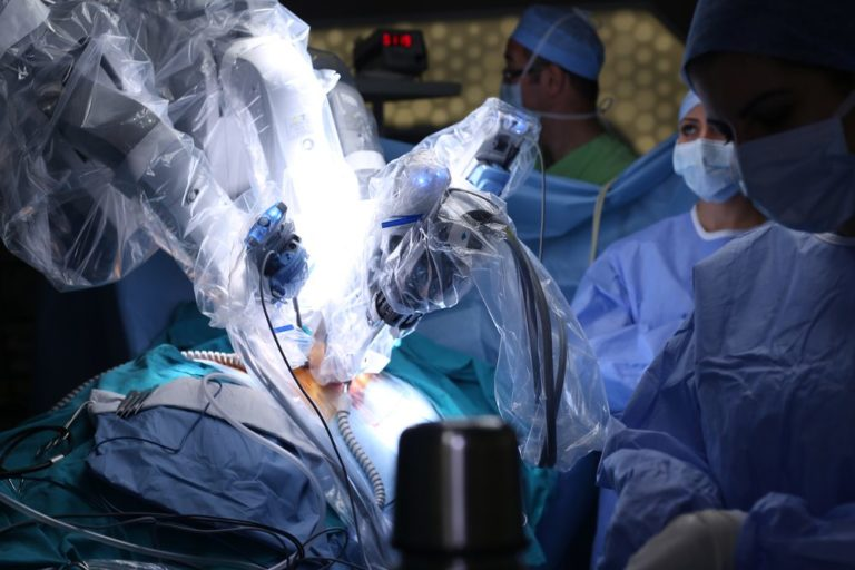 Surgeons using the da vinci surgical robot to perform a Cystectomy